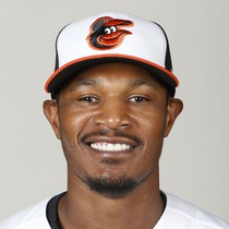 Adam Jones leaves game with apparent injury photo