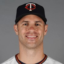 Joe Mauer picks up three singles photo