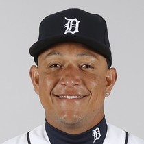 Miguel Cabrera leaves game with knee soreness photo