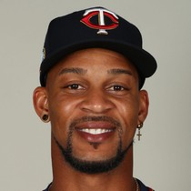Byron Buxton leaves game after colliding with OF wall photo