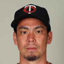 Kenta Maeda gives up solo shot in Twins debut photo