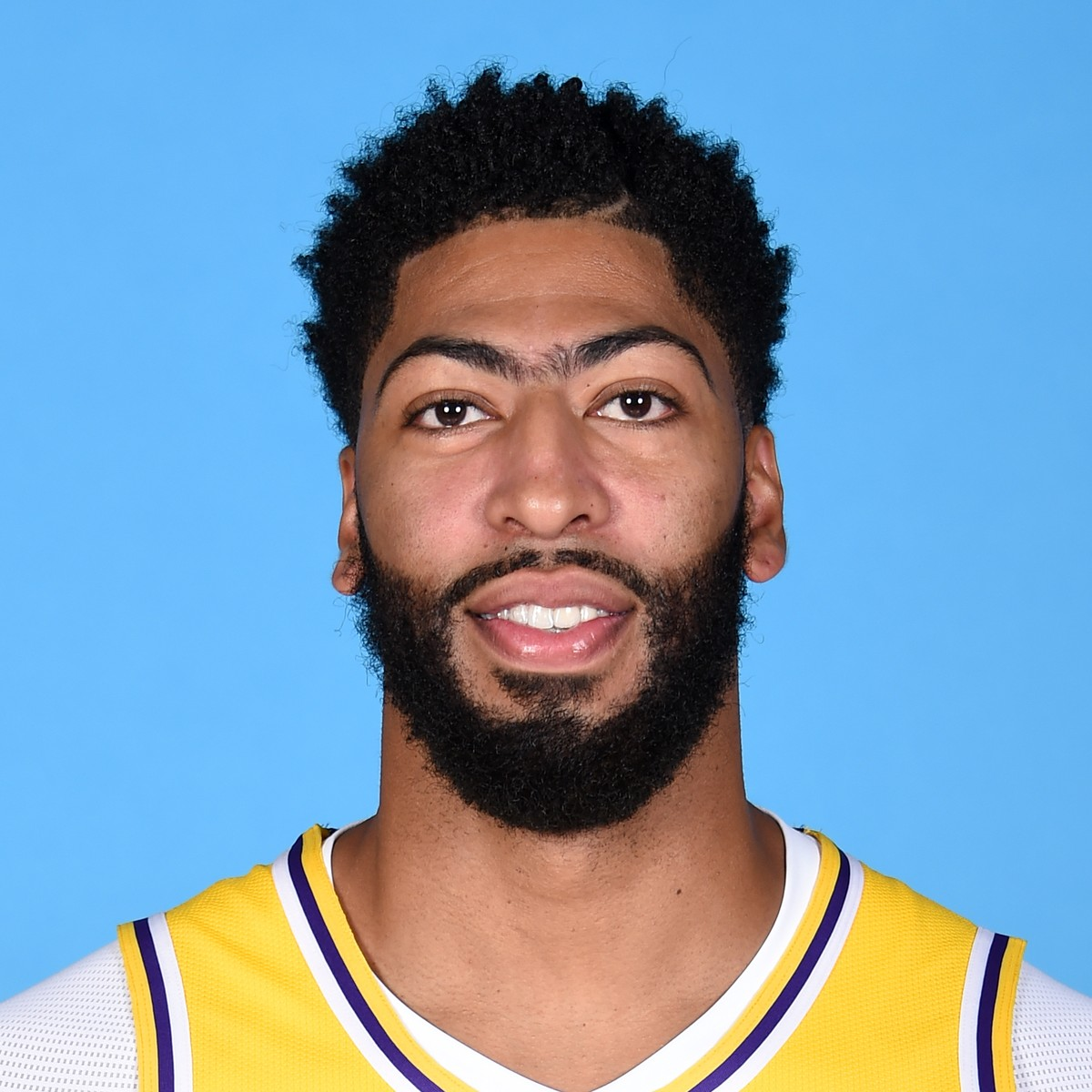 Anthony Davis Gets Clean Mri Will Travel With Team