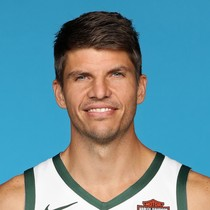 Kyle Korver scores 18 points in Game 4 photo