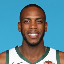 Khris Middleton scores 24 points in blowout win Wednesday night photo