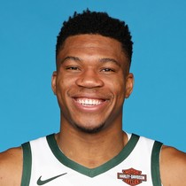 Giannis Antetokounmpo drops 25 points, 10 rebounds in return from injury photo