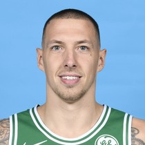 Daniel Theis gets nose broken in Friday's game photo