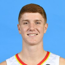 Kevin Huerter knocks down four triples in Friday's win over the Spurs photo