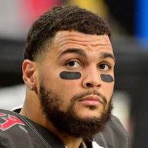Mike Evans suspended one game photo