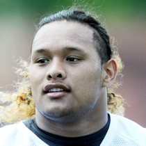 Danny Shelton injures knee at practice photo