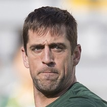 Aaron Rodgers leaves game with apparent right arm injury photo
