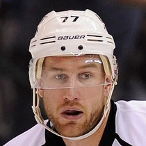 Jeff Carter with an assist Monday versus the Flames photo