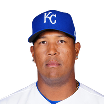 Salvador Perez exits early after extending league-lead in homers, RBI photo