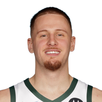 Donte DiVincenzo grabs 7 boards against the 76ers photo