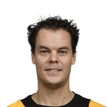 Tuukka Rask, Bruins extend division lead with victory photo